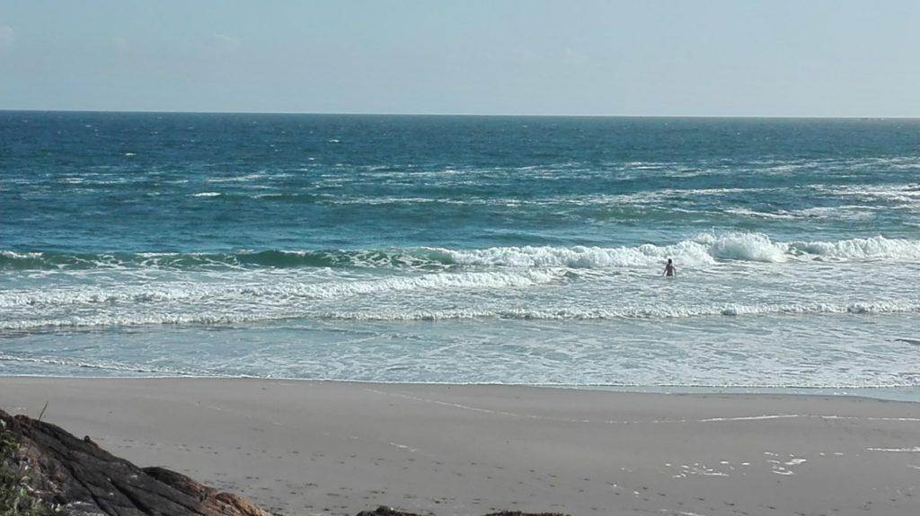 La mer, sur la plage de Rospico